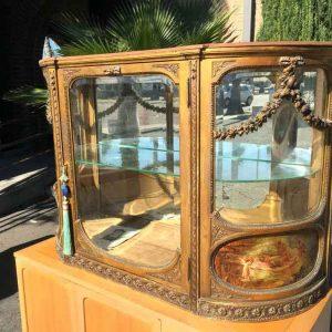 شیشه خم ویترین