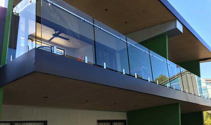 شیشه سکوریت بالکن | صنایع شیشه و آینه کولیوند