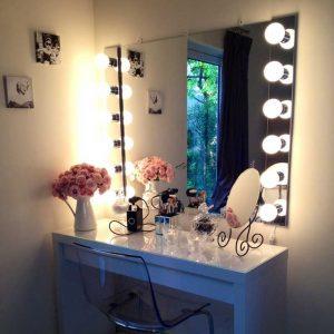 آینه آرایشگاه