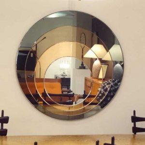 آینه روی دیوار