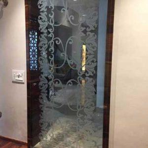 درب شیشه ای طرح دار