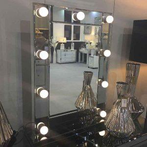 آینه چراغ دار دیواری
