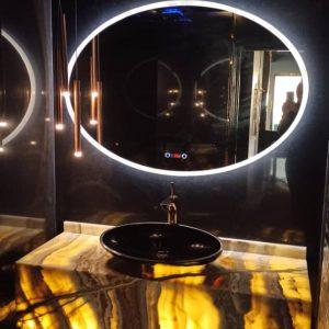 آینه پشت نور